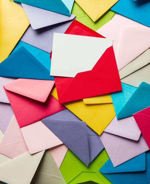 renkli zarflar ve teşekkür kartı - thank you background stok fotoğraflar ve resimler
