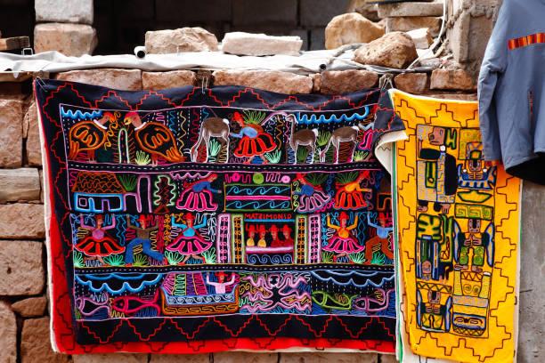 Farbige Stoffe im Dorf Toconao, San Pedro de Atacama, Chile – Foto