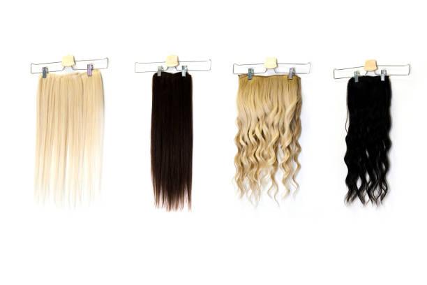 farbige haarverlängerung clips im salon - haarverlängerung stock-fotos und bilder