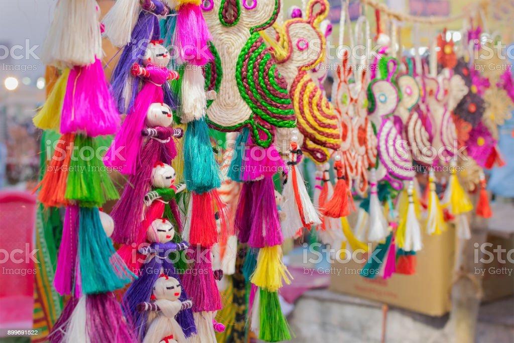 Farbige Jute Puppen - Handwerk auf dem Display zu verkaufen – Foto