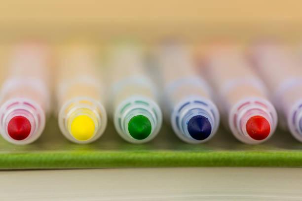 crayons - stylo feutre photos et images de collection