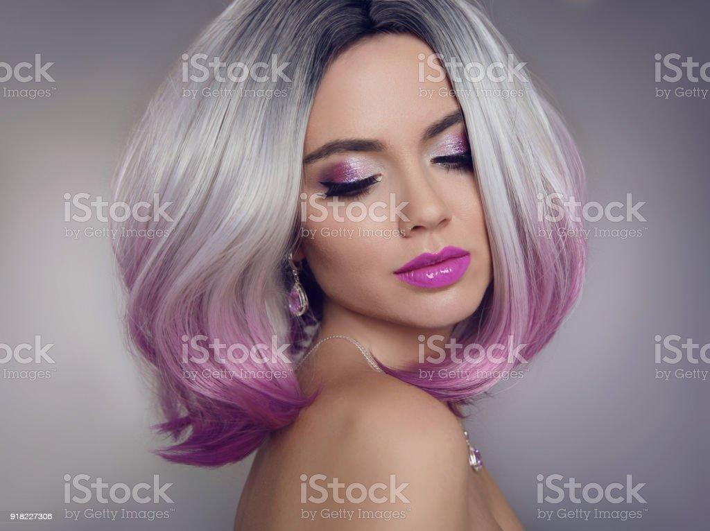 Farbige Ombre Haarverlängerungen Beauty Model Mädchen Blondine Mit