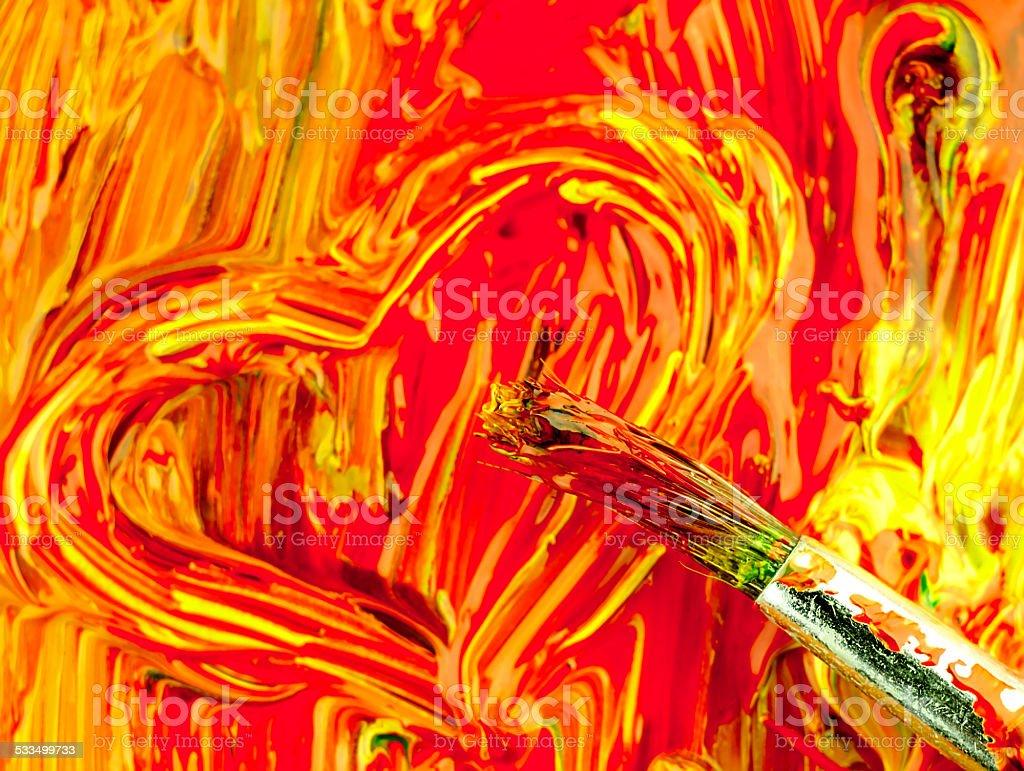 Różne kolorowe farby na palecie. Brudny Szczotka i serce. – zdjęcie
