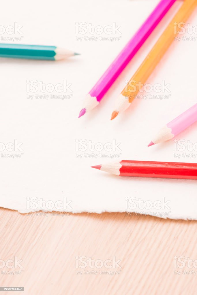 Colored pencils and drawing paper Lizenzfreies stock-foto