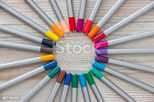 istock Colored Pencils  Lie the lead to the lead divergent rays 827184032