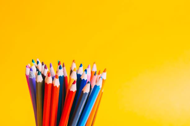 farbige buntstifte - pastellstifte stock-fotos und bilder