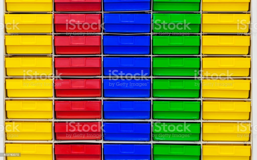 Gaveta de plástico colorida - foto de acervo