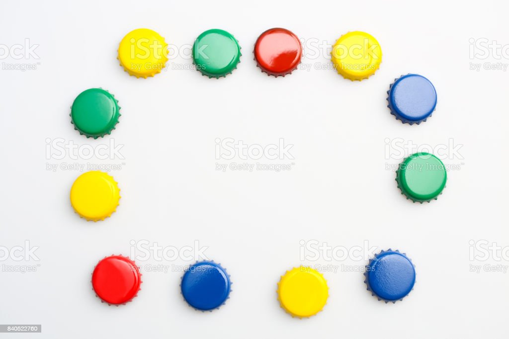 Farbige Stecker auf weißem Hintergrund, rot, blau, grün, gelb – Foto