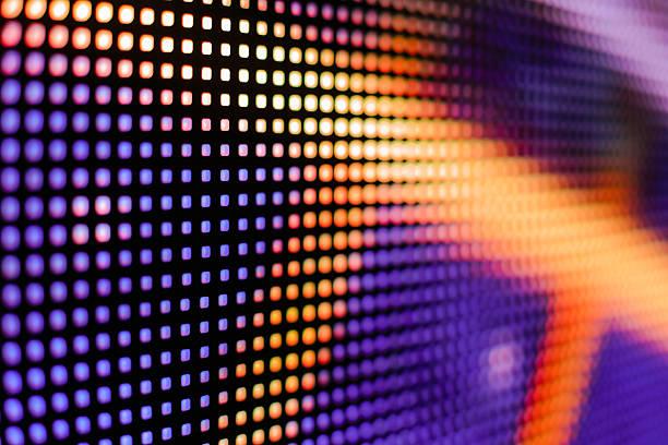 de color violeta y amarillo pantalla led smd - video modelo fotografías e imágenes de stock