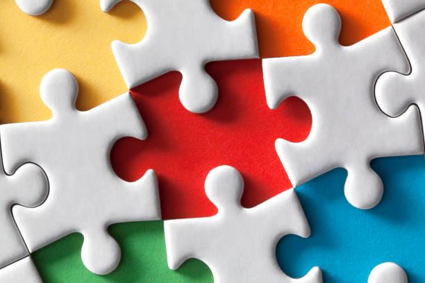 farbige puzzle - puzzleteile stock-fotos und bilder