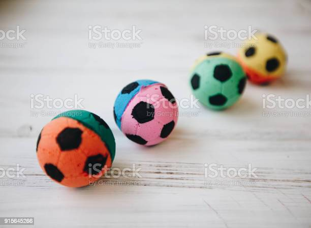 Colored rubber ball toys for pets picture id915645266?b=1&k=6&m=915645266&s=612x612&h=mdnwuy2l5wmxxu0pubzfl7 misao sdesargxwcpczc=