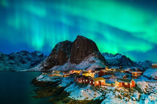 colorido aurora boreal - noruega fotografías e imágenes de stock