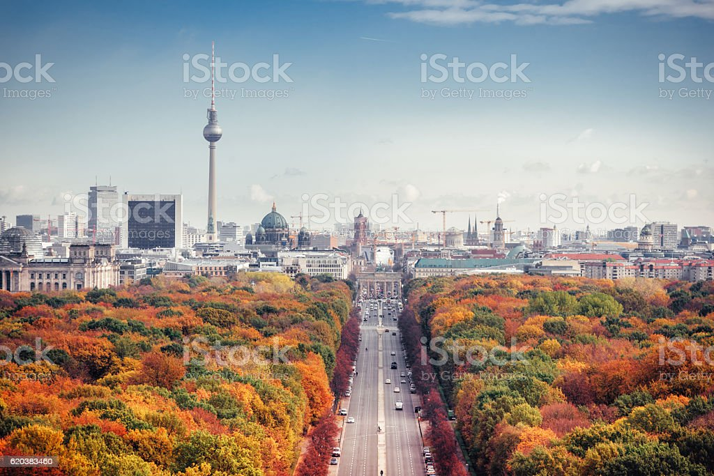 colorful autumn Berlin cityscape from victory column – Foto