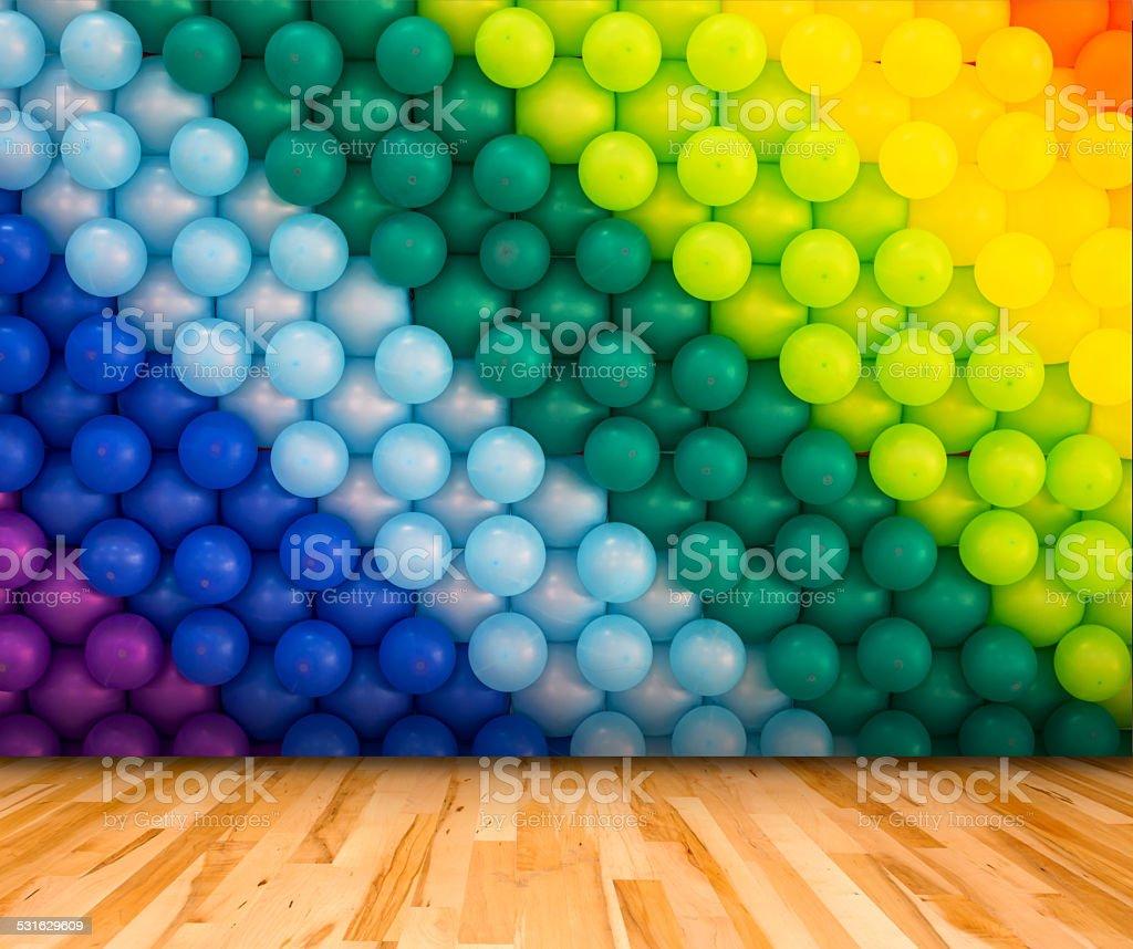 Bunten Luftballons Hintergrund mit Holzboden, Vorlage für Produkt – Foto