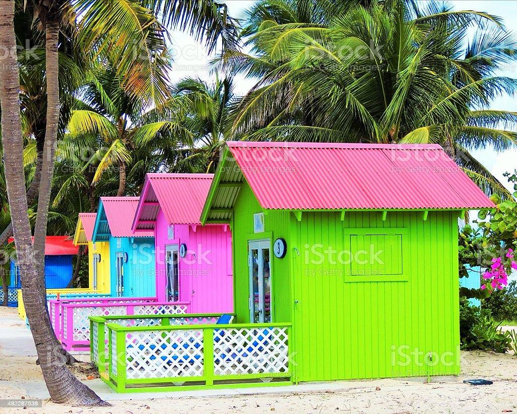 Colorato cabana sulla spiaggia - foto stock