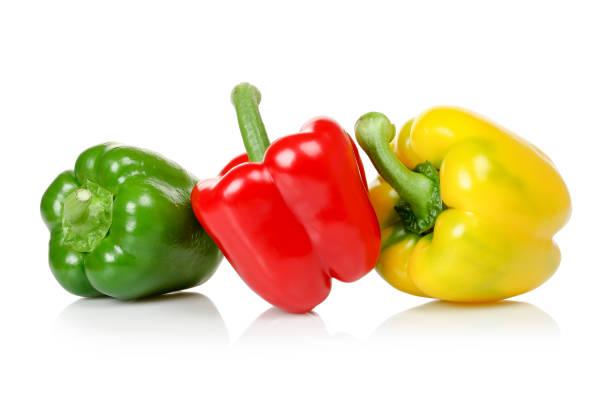 bunte paprika - grüne paprikaschoten stock-fotos und bilder