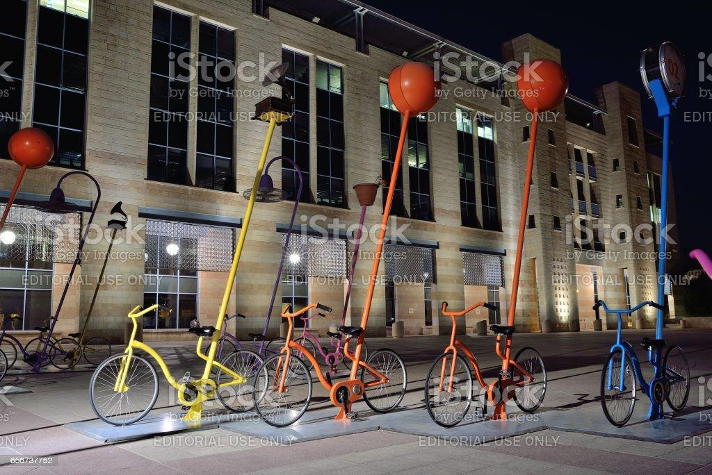 Exposição de bicicletas coloridas - foto de acervo