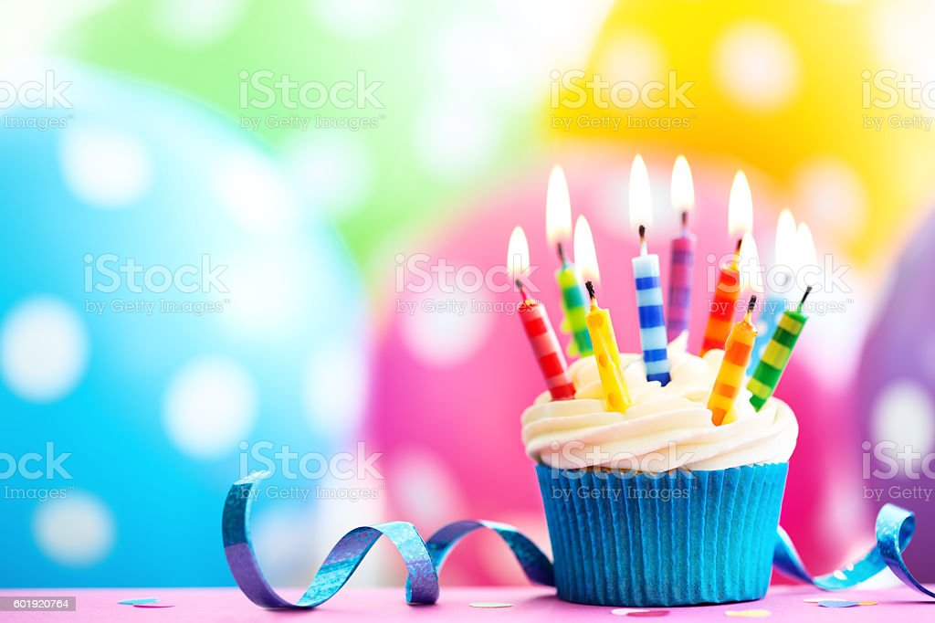 Colorful birthday cupcake - foto de stock