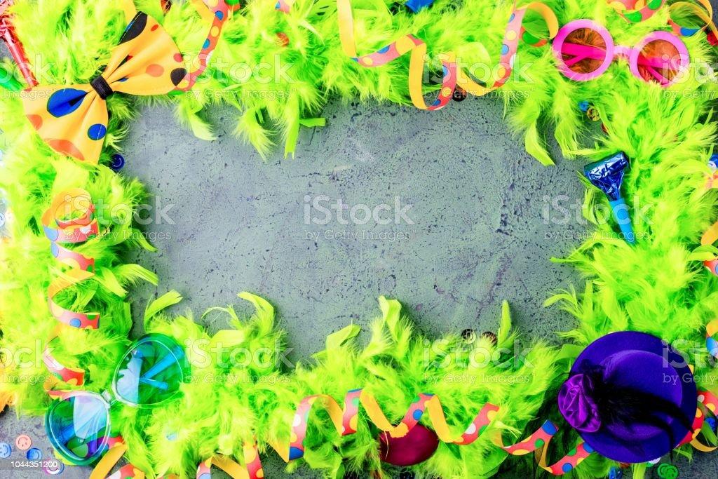 Kleurrijke Verjaardag Of Carnaval Frame Met Items Van De Partijen Op