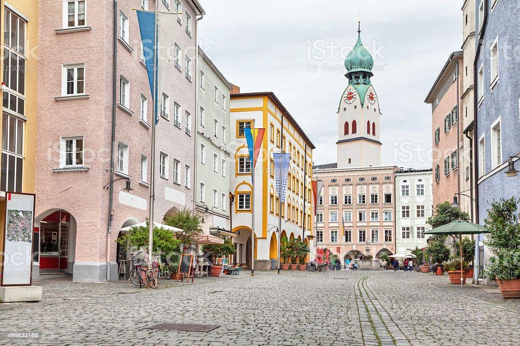 Farbenfrohe Gebäude im Zentrum von Rosenheim – Foto