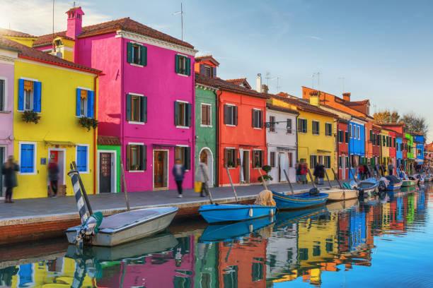 부라노, 이탈리아의 화려한 건물 - 다중 색상 뉴스 사진 이미지