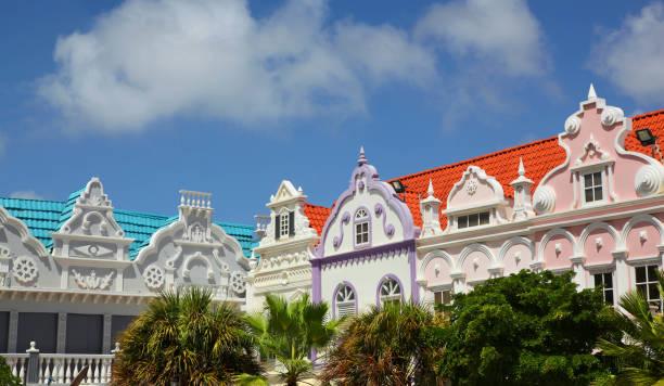 kleurrijke gebouwen van oranjestad aruba - aruba stockfoto's en -beelden