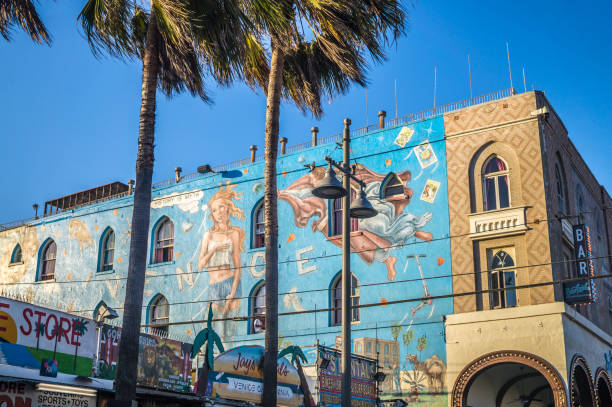 Colorful buildings with graffiti on Venice Beach, Los Angeles, California Los Angeles, California, USA - June 11, 2017: Colorful buildings with graffiti on Venice Beach against the background of the blue evening sky and palms. Tourist attraction of Los Angeles. Center for Youth Culture and Art of California, USA venice beach stock pictures, royalty-free photos & images