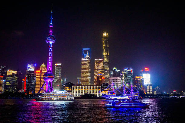 A colorful buildings with some colorful ships in The Bund, Shanghai, China Taken with Sony A6000 June 2019 huangpu river stock pictures, royalty-free photos & images