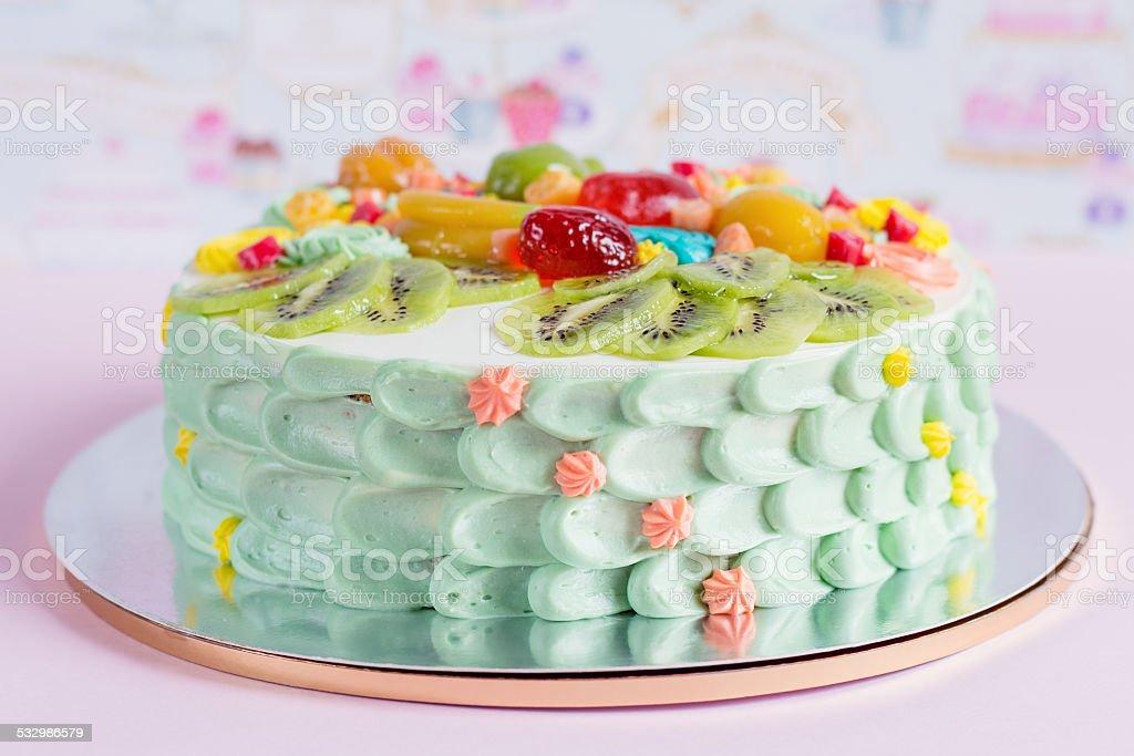 Bunte Kuchen Mit Obst Und Sussigkeiten Fur Kinder Party Stock