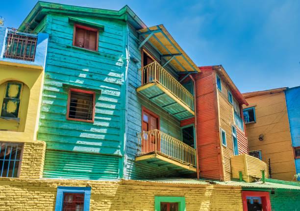 Bunte Caminto Straßenszenen in La Boca, dem ältesten Arbeiterviertel von Buenos Aires, Argentinien. – Foto