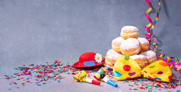 bunten karneval oder geburtstag hintergrund - karnevalskostüme köln stock-fotos und bilder