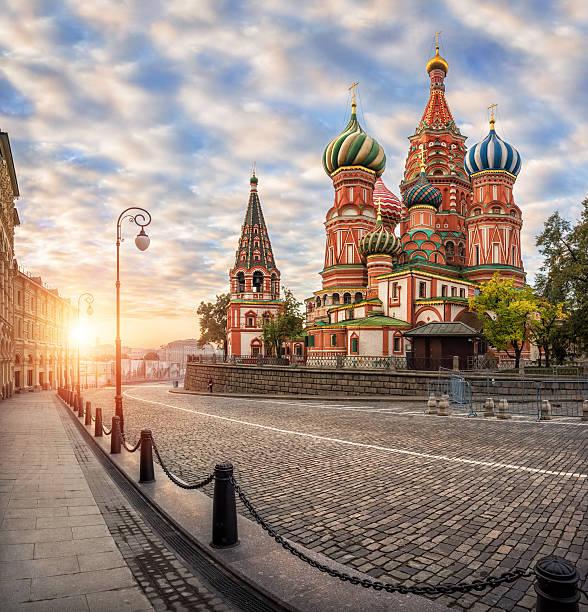 colorful cathedral on the red square - moscovo - fotografias e filmes do acervo