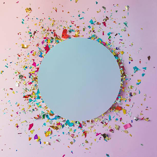 colorful celebration background with party confetti on pink back - originelle geburtstagsgeschenke stock-fotos und bilder