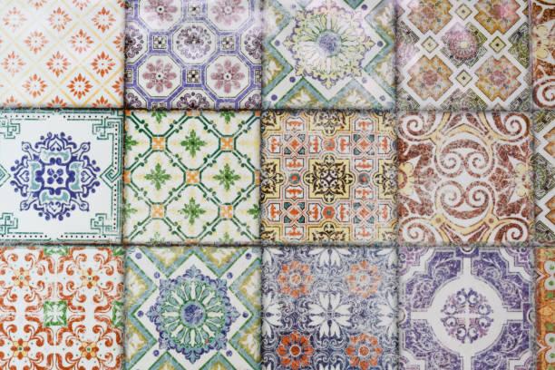 bunte keramikfliesen, die wand- und dekoration-muster. - blumendrucktapete stock-fotos und bilder