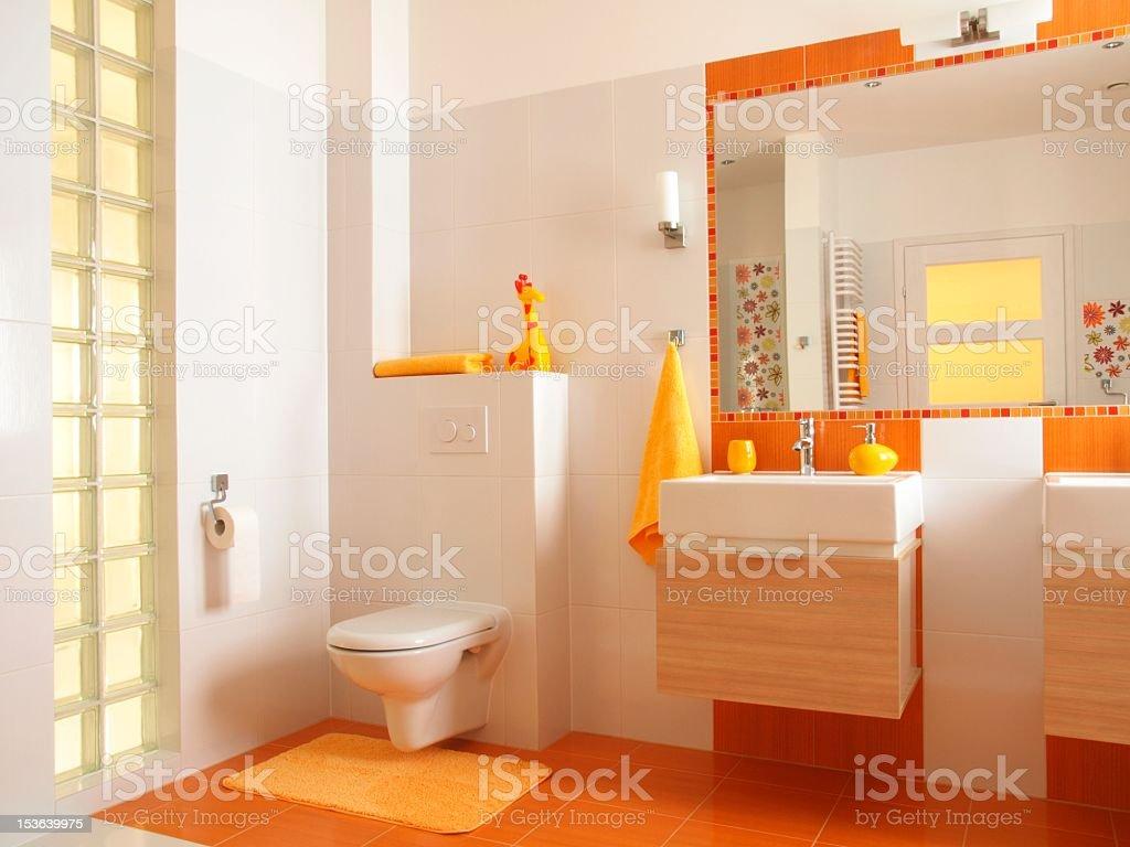 Bunte Kinder Badezimmer mit Toilette – Foto