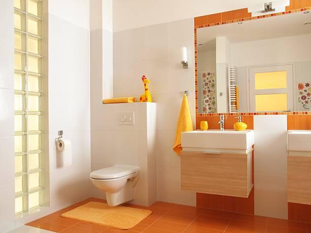 Colorato bambini bagno con toilette - foto stock
