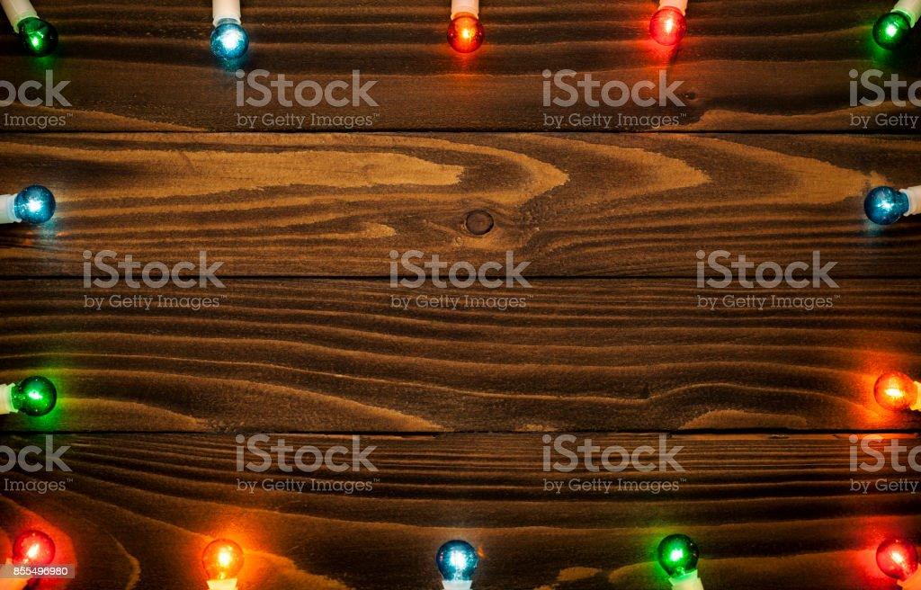 Lumières de Noël coloré sur bois - célébration de fond - Photo