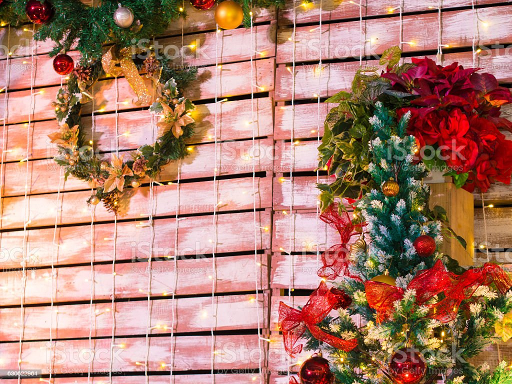 Colorful Christmas Tree and Wreath Decoration - foto de acervo