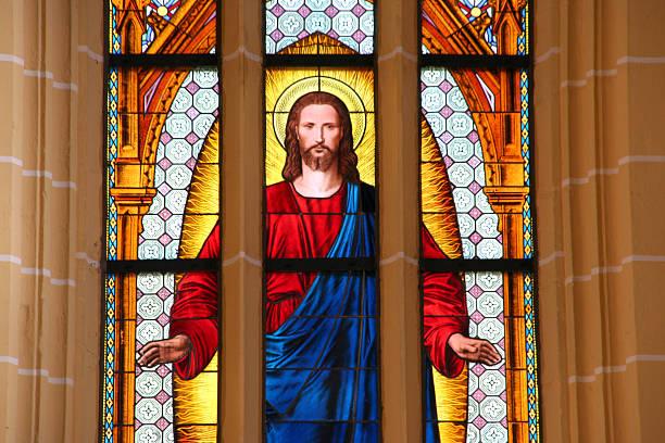 bunte kirche fenster in deutschland - glasmalerei stock-fotos und bilder