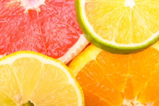 Kleurrijke Citrus vers fruit waaronder grapefruit, limoen, citroen en Orange cross sectie studio shot foto