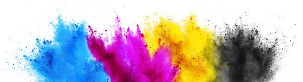 Bunte CMYK cyan gelben Schlüssel holi Farbe Pulver Explosion-Konzept isolierten weißen Hintergrund – Foto