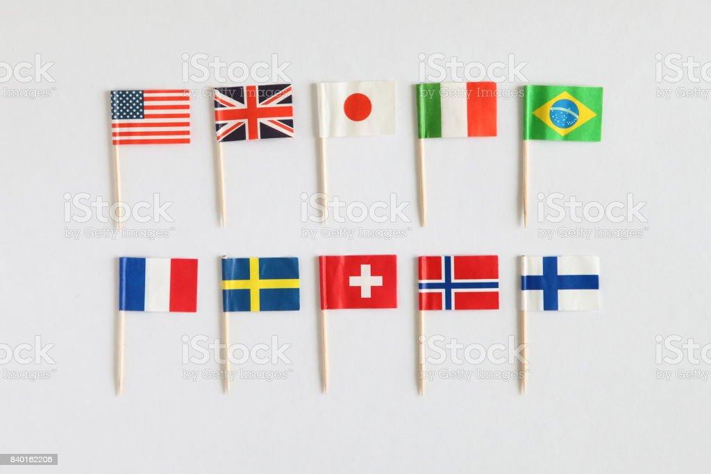 Coloridas banderas nacionales cocteles - foto de stock
