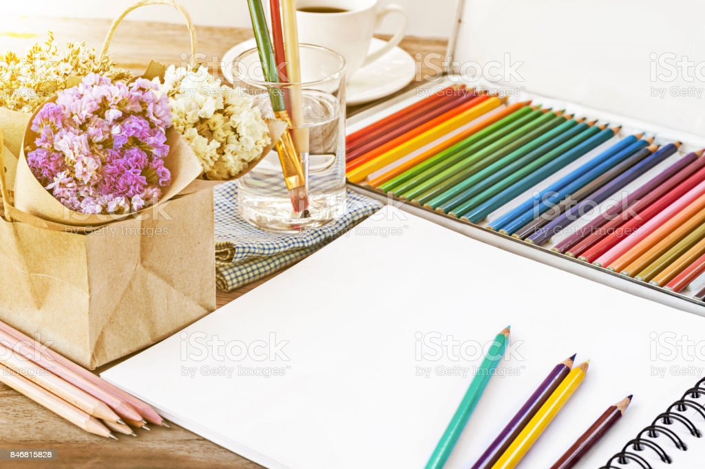 Fotografía de Lápices De Colores Color Para Dibujo Cuaderno De ...