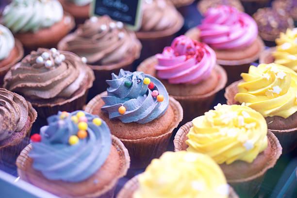 colorati cupcakes - cupcake foto e immagini stock