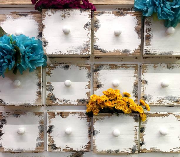 bunte schublade - schubladenkommode weiß stock-fotos und bilder