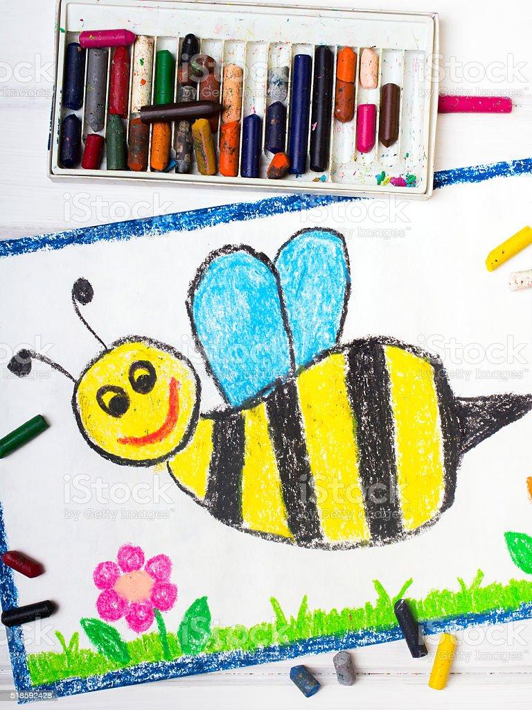 Dessin coloré avec joli visage heureux abeille - Photo