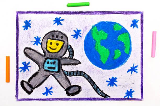 五顏六色的圖畫: 愉快的宇航員在太空服飛行旁邊行星地球 - kids drawing 個照片及圖片檔