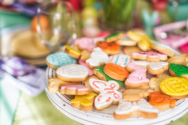 colorful easter cookies - buona pasqua in tedesco foto e immagini stock