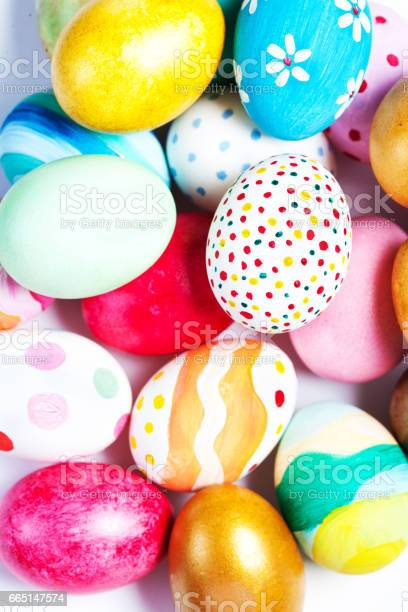 Colorful easter eggs on white with copy spacen picture id665147574?b=1&k=6&m=665147574&s=612x612&h=9 fjjlbgrb9fl dl1cybjvsow9wyqcmjzcqihfk380q=