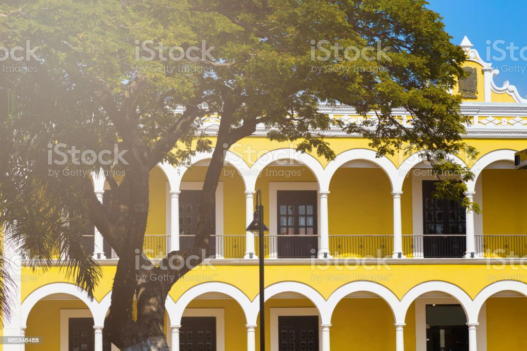 Colorful empty colonial street in the historic center of Campeche. zbiór zdjęć royalty-free